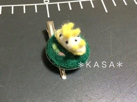 羊毛フェルト シロウミウシブローチピン